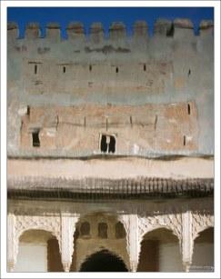 Отражение Дворца Насридов в водоеме Миртового дворика.