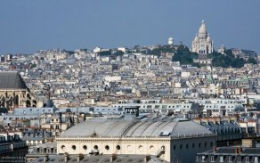 Вид на Базилику Сакре-Кёр с колокольни Нотр-Дама.