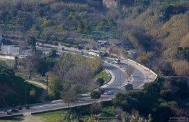 Современное шоссе, ведущее в обход медины.