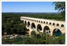 Перекинутый через реку Гардон, гигантский мост Пон-дю-Гар был частью 50-километрового водопровода.
