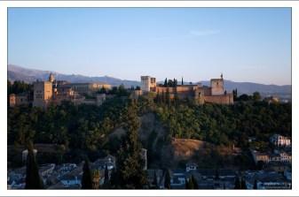 150-метровый лесистый холм Сабика, на котором раскинулась Альгамбра.