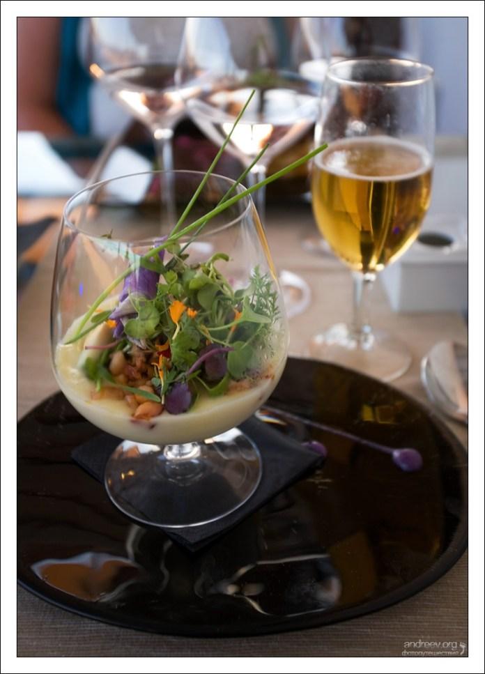 """Закуска из осьминога с трюфелями в бокале. Ресторан """"Estrellas de San Nicolas""""."""