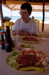 """В ресторане """"Avila"""" на пляже. Селестун."""