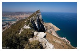 Основную часть страны занимает Скала, она же - The Rock.