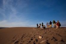 Люди в ожидании заката на вершине Дюны Гранде.