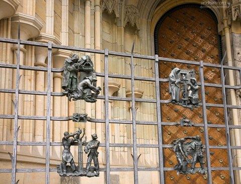 Фрагмент оформления золотых ворот собора Св. Вита.