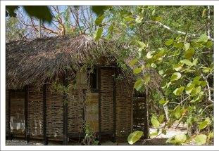 Традиционная для острова уличная кухня-кабуз.