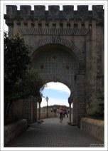 Арка-вход на территорию Дворца Пена.