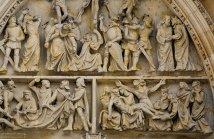 Сцена распятия на западном фасаде собора Св. Вита.
