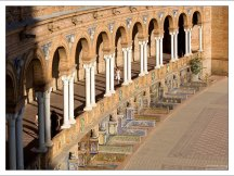 """Изразцовые ниши (""""Province Alcoves""""), посвященные провинциям Испании. Plaza de España."""
