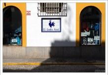 """Магазин """"Синий петух"""" в городке Arcos de la Frontera ."""