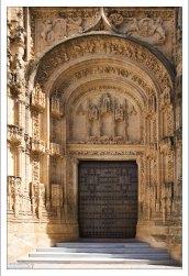"""Западный фасад церкви Св. Марии в стиле """"платереско"""". Аркос-де-ла-Фронтера, Андалузия, Испания."""