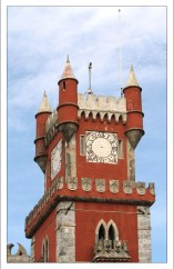 Часовая башня с солнечными часами. Palácio Nacional da Pena.
