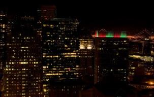 Ночной вид на Сан-Франциско из окна номера в отеле на 34-м этаже.