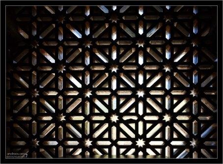 Фрагмент деревянных ставен на окнах в Меските.