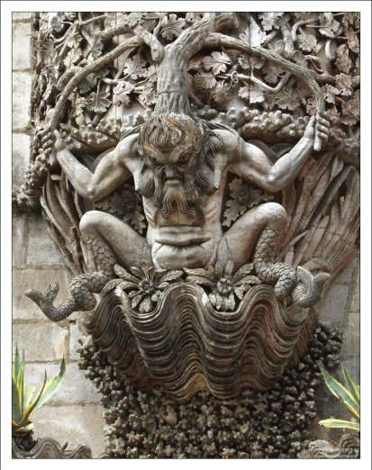 Тритон - получеловек-полурыба. Palácio Nacional da Pena.