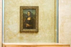 Мона Лиза за бронированным стеклом. Лувр.