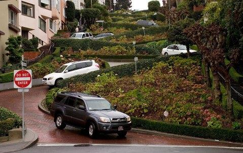 Lombard Street - самая кривая улица в США. Сан-Франциско.