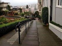 Пешеходная часть на Lombard Street. Сан-Франциско.