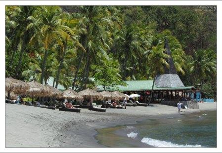 Пляж Anse Chastanet расположен с подветренной стороны от вулканов Питон.
