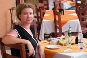 """Катя за столиком в ресторане """"Casa vieja de los Argos"""". Кампече."""