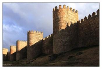 Крепостная стена Авилы (11-14 век).