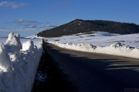Снег в регионе не тает до конца весны, особенно с северной стороны гор.