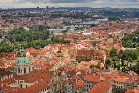 Вид со смотровой площадки Града на район Градчаны.
