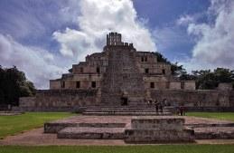 Главная пирамида Эцны - Building of the Five Stories. Высота 40 метров.