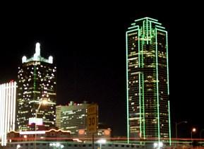 Два наиболее красивых небоскреба Далласа: Renaissance Tower (слева) и Bank of America Tower.