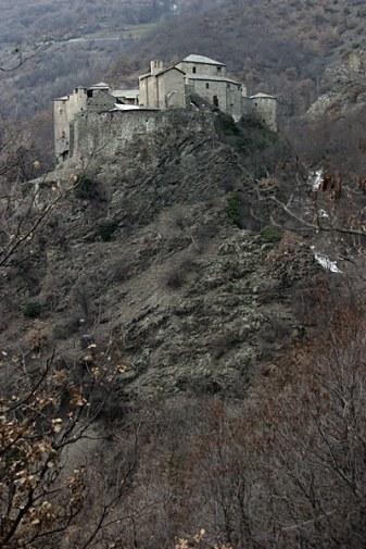 """Удачно расположенный средневековый замок Quart. Рабочее название - """"Фиг захватишь""""."""