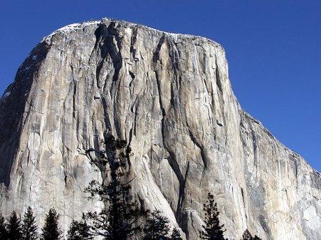 Огромная гранитная скала El Capitan.