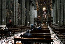 Внутри Duomo поддерживается 52-мя колоннами. Милан.