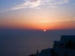 Закатное солнце на Санторини.