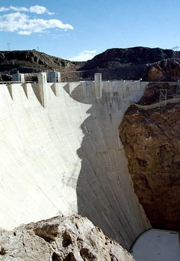 Hoover Dam (высота ~ 221 метр) и Черный каньон. Невада.