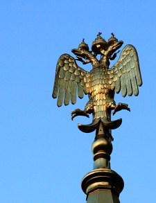 Золотой двуглавый орел на одном из куполов Спаса-на-крови.
