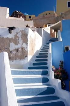 Лестница к главной улице поселка Ия (Oia).