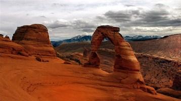 Изящная арка (Delicate arch) - символ Юты.