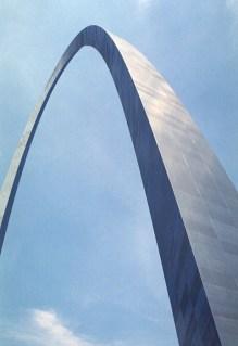 Арка Gateway: высота 630 футов (~192 метра), построена в 1965 году.