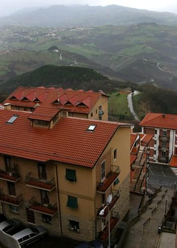 Красные крыши Сан-Марино.