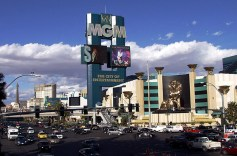 """Казино """"MGM Grand"""" и главная улица Вегаса - Стрип."""