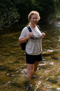 Вброд через реку. По пути к пещере ATM.