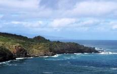 Лавовые утесы на верхней части острова.