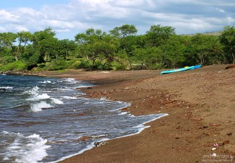 Каяки на пляже Макена.