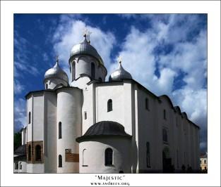 """""""Исполненный величия"""". Софийский собор внутри Новгородского Кремля. Построен в 11-м веке."""