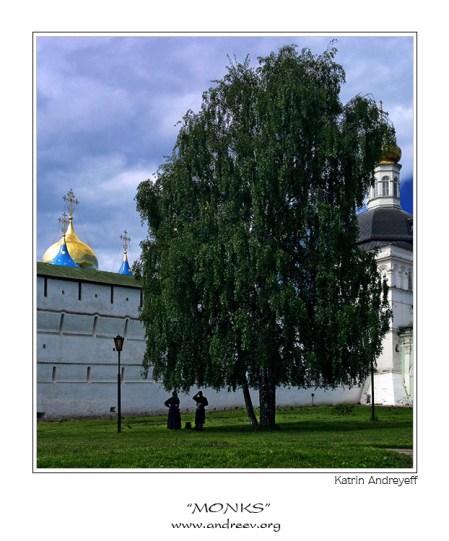 """""""Монахи"""". Разговор двух монахов под березой, у стен Троице-Сергиевой Лавры в Сергиевом Посаде."""