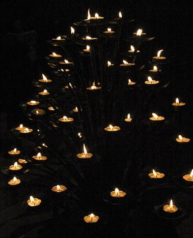 Дерево из свечей. Готический Duomo. Милан.