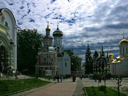 Внутри Троице-Сергиевой Лавры.