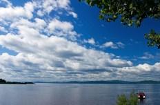 Озеро Шамплейн. Впереди - штат Нью-Йорк.
