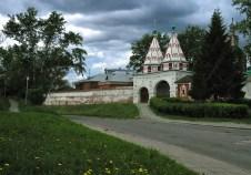 Вход в Ризоположенский монастырь, 13-й век. Суздаль.